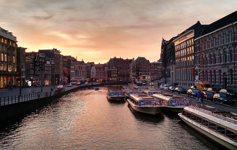 luxury-canal-cruise-Amsterdam
